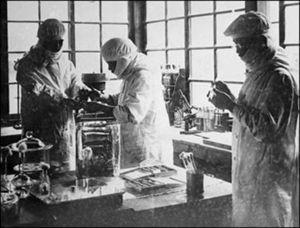 Trabajo diario de los médicos de la Unidad 731, en Manchuria (China). Fuente: BBC.