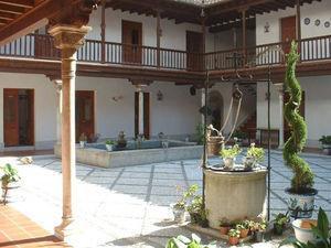 Estado actual del patio central del Hospital de la Tiña.