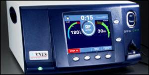Generador RFG2 Plus™. El display de la unidad de control muestra en tiempo real la potencia, temperatura y ciclos de tratamiento.