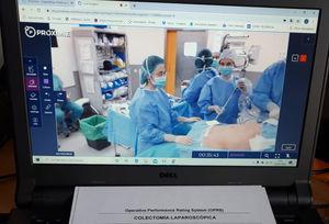 Monitor con imagen para la evaluación telemática con PROXIMIE de una colectomía laparoscópica del R5 en la pandemia por SARS-Cov-2.