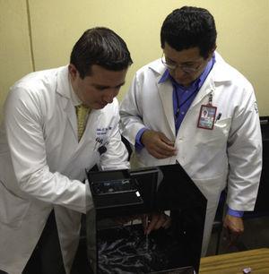 Prácticas en el modelo inanimado iPERC con simulación de fluoroscopia.