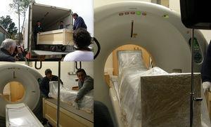 Traslado de las momias al Hospital Federico Abete. Se llevaron cuidadosamente embaladas en cajas cerradas y el traslado de la momia a la camilla del tomógrafo multicorte se hizo con el embalaje cerrado.