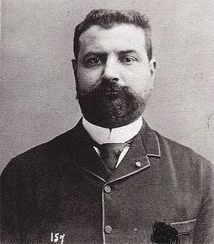 El fotógrafo e investigador francés Albert Londe (1858-1917), que se desempeñó en el Hospital Salpêtrièrede París. Realizó las primeras experiencias con rayos X en Francia.