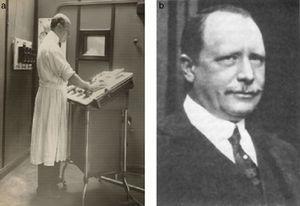 (a) Humberto Carelli trabajando (1882-1962) y (b) Carlos Heuser (1868-1934).