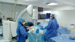 Realización de arteriografía diagnóstica en la sala de hemodinamia de la Clínica Medical Proinfo.