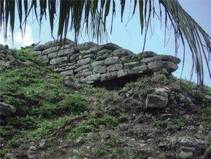 Alfarda norte de la fachada poniente de la estructura 2. Foto: Miguel Covarrubias.