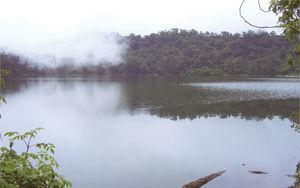 Laguna de Chicabal, uno de los cuerpos de agua más visitados para realizar ceremonias mayas. Julio de 2010. Fotografía de Canek Estrada