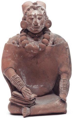 Figura-silbato de mujer. Archivo digital de las colecciones del Museo Nacional de Antropología. CONACULTA-INAH-CANON.