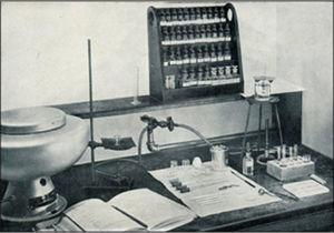 The apparatus and reagents needed for a course in semi-micro qualitative analysis, c. 1942. Note the replacement of most of the glass-stoppered reagent bottles by the rack of dropper bottles.