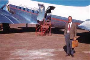 Peter Gerhard en la pista del aeropuerto de Loreto, 27 de abril 1961, captado por la cámara de Gulick.