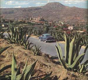 El maguey, el coche, el convento y el volcán (Teuhtli).