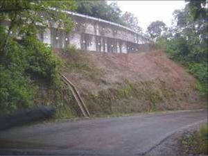 Muro de contencion en el km 4 del Ramal a Hueytamalco.