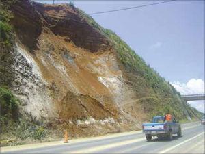 Deslizamiento en el Kilometro 115 de la autopista Puebla-Teziutlan (foto: Alejandro Galindo).