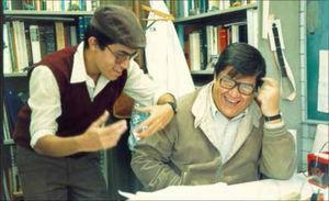Fotografía tomada a mediados de 1990 en el Instituto de Geografía. De izquierda a derecha: Carlos Córdova y Mario Arturo Ortiz. Cotersía de Lorenzo Vázquez Selem.