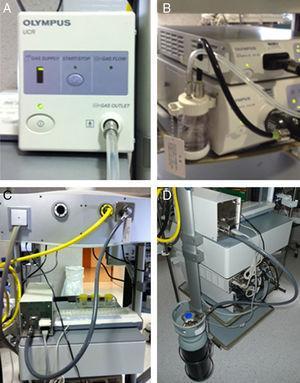 Material empleado para la insuflación de CO2. A) Dispensador de CO2 de la empresa Olympus. B) Botella de agua específica. C) Se muestra la conexión desde el insuflador de CO2 a la toma central instalada en la columna de endoscopia. D) Se muestra la alternativa a la situación anterior: conexión desde el insuflador con una botella de CO2.