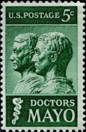 Sello postal que el United States Postal Service de EE. UU. imprimió, el 11 de setiembre de 1964, como homenaje a los hermanos William James y Charles Horace Mayo, fundadores de la Mayo Clinic de Rochester.