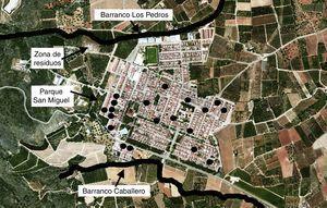 Mapa de la localidad de Tous, indicando los principales lugares potenciales de transmisión vectorial y la localización de los casos notificados (en círculo).