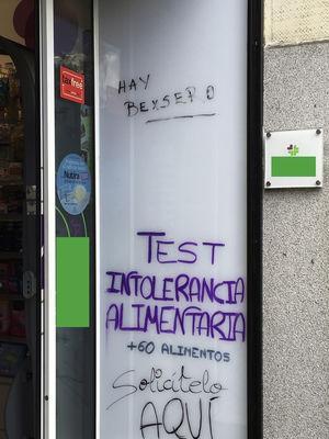 Puerta de entrada: farmacia de Madrid.