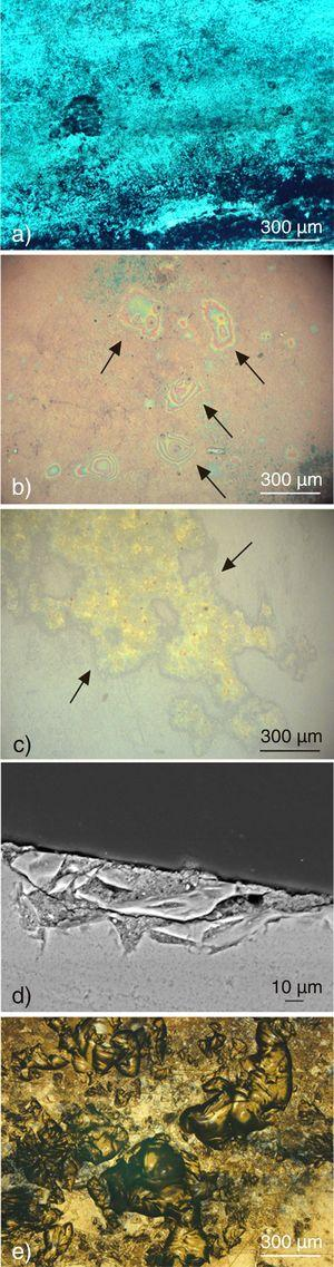 (a) Thick deposit of soot on the surface of sample BPM-1&#59; (b) Visible iridescent stains on sample ACM-4&#59; (c) Heterogeneous deposit in pits on the surface of sample ACM-3&#59; (d) SEM image of sample ACM-3 in cross-section showing fractures on the glass in the area where the crust is formed&#59; (e) Several interconnected pits on the surface of sample BPM-2.