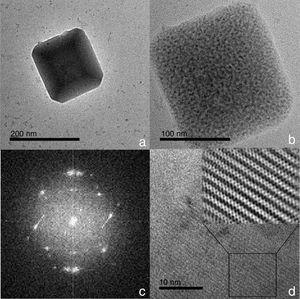 Imagen en campo brillante por microscopia electrónica de transmisión de alta resolución de una partícula de 200nm de carbonato de calcio representativa de la calcita en su forma romboédrica obtenida de los polvos de la concha de ostión.