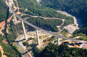 Vista general del puente terminado.