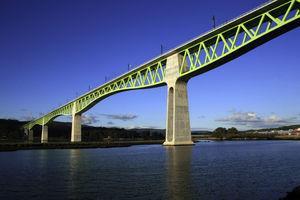 Imagen de los vanos de canto variable centrales del viaducto. Pila 5 en primer término.