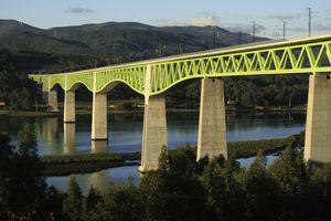 Vista lateral del viaducto concluido.