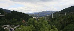 Imagen del viaducto construido de hormigón pretensado.