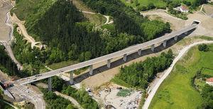 Imagen del viaducto de Lamiategui.