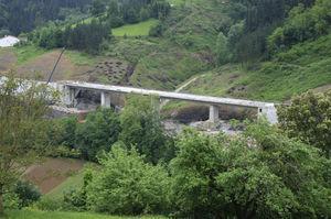 Imagen del viaducto sobre el arroyo de Altzeta.