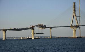 Cierre lateral con el puente desmontable.