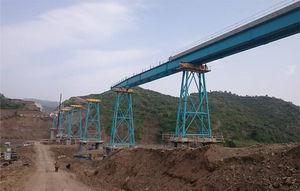 Fase de empuje de un viaducto de 8 vanos.