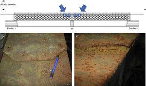 Daños por corrosión en el contacto entre chapas del ala de los cordones longitudinales superiores del puente.