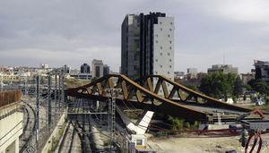 Viaducto de celosías peraltadas. Enlace ferroviarío sobre la calle Comercio. MC2 Ingeniería (2010).