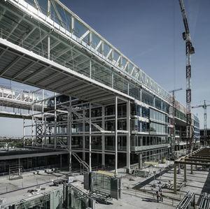 Imagen de la estructura de cubierta y zona entre bloques.