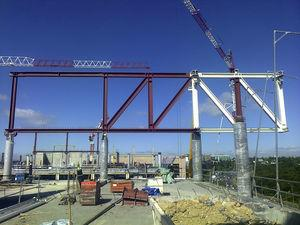 Assembly of trusses on composite columns.