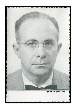 DR. ALFONSO ASENJO GÓMEZ. 1950 © 2017 Colección Museo Nacional de Medicina. Facultad de Medicina Universidad de Chile.