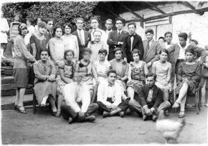 En Peumo durante su periodo de ayudante del Dr. Paredes. Es el séptimo de derecha a izquierda, en la última fila (con permiso).