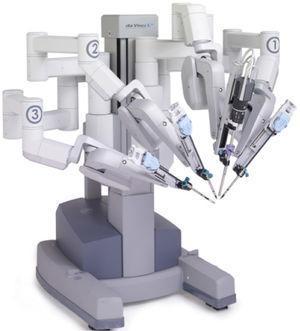 """Carro paciente del Robot """"Da Vinci"""" de Intuitive (Gentileza de Reich Chile SpA.)"""