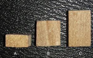 Cubos de madera utilizados para aumentar la DVO. Cubo A: Alto 5mm Ancho 10mm Profundidad 10mm. Cubo B: Alto 10mm Ancho 10mm Profundidad 10mm. Cubo C: Alto 15mm Ancho 10mm Profundidad 10mm.