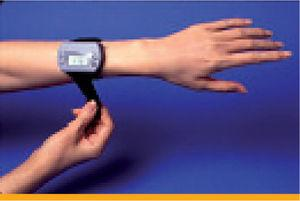 GlucoWatch Biographer. Correlation of fingerstick blood glucose measurement with GlucoWatch Biographer glucose results in young patients with type 1 diabetes. From Garg SK, Potts RO, Ackerman NR, et al. Diabetes Care. 1999;22:1708-14; with permission