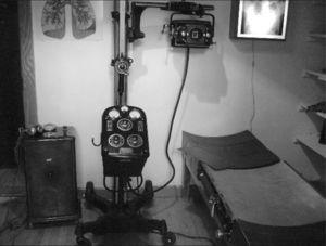 Equipo portátil de rayos X de fines de los años 30. (Cortesía del Museo de la Medicina). Real del Monte, Hidalgo, México.
