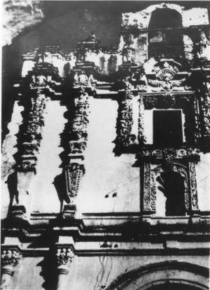 Un hospital «de la Granada», fruto simbólico representado en la fachada de su iglesia.