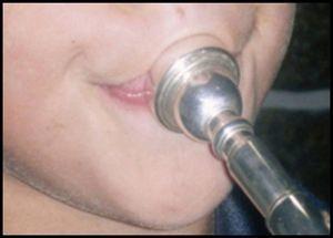 Bucal de uma trompete.