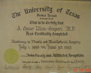 Certificate of Residence. Title granted by the University of Texas, accrediting the residency in Plastic and Maxillofacial Surgery, for A. Óscar Ulloa-Gregori, M.D., June 1953.