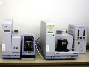 Aparato utilizado para la prueba de escaneo por barrido diferencial (Seiko SII-DSC6220).