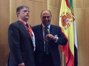 Entrega de la medalla de la SEDYT al Dr. Pedro Hidalgo, Presidente del Ilustre Colegio Oficial de Badajoz.