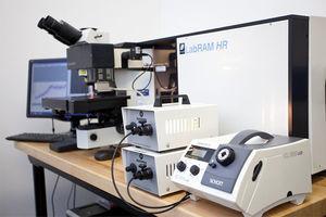 Microscopio Raman de alto rendimiento Horiba LabRAM HR. Tomada de Flickr.