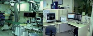 Imágenes de nuestro equipo angiográfico y la consola para reconstruir imágenes en 3D.