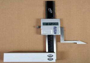 Height gauge with digital indicator (resolution of 0.001mm).